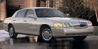 Used 2010 Lincoln Town Car in Stroudsburg , Pennsylvania | Caruso's Auto Plaza LLC. Stroudsburg , Pennsylvania