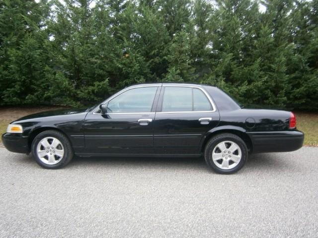 2003 Ford Crown Victoria LX photo