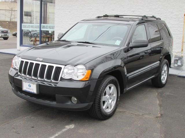 2009 Jeep Grand Cherokee Laredo photo