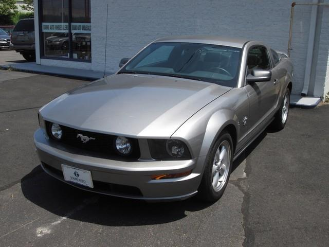 2009 Ford Mustang GT Deluxe photo