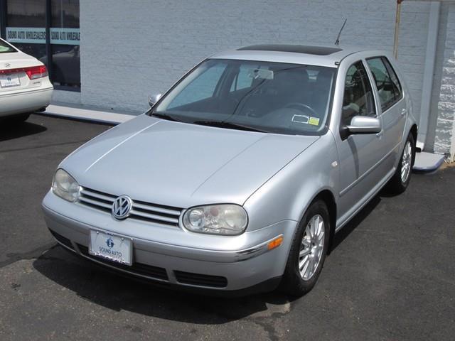 2005 Volkswagen Golf GLS photo