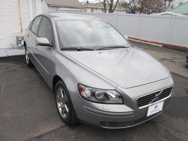 The 2006 Volvo S40 T5