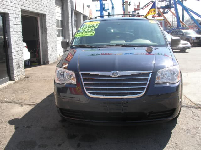 Used 2010 Chrysler Town & Country in New Haven, Connecticut | Performance Auto Sales LLC. New Haven, Connecticut