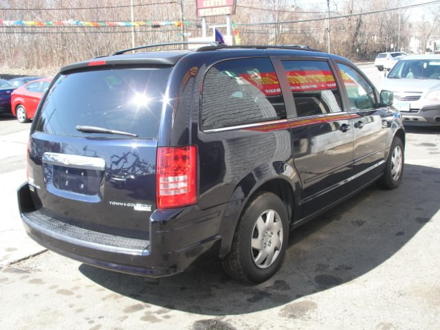 2010 Chrysler Town & Country 4dr Wgn LX *Ltd Avail*, available for sale in New Haven, Connecticut | Performance Auto Sales LLC. New Haven, Connecticut