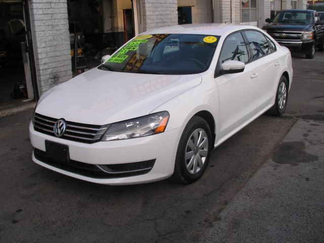 2013 Volkswagen Passat 4dr Sdn 2.5L Auto S PZEV, available for sale in New Haven, Connecticut | Performance Auto Sales LLC. New Haven, Connecticut
