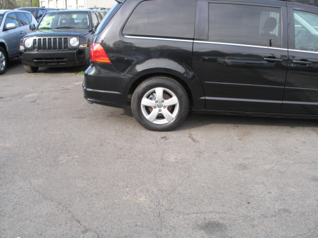 2009 Volkswagen Routan 4dr Wgn SEL, available for sale in New Haven, Connecticut | Performance Auto Sales LLC. New Haven, Connecticut