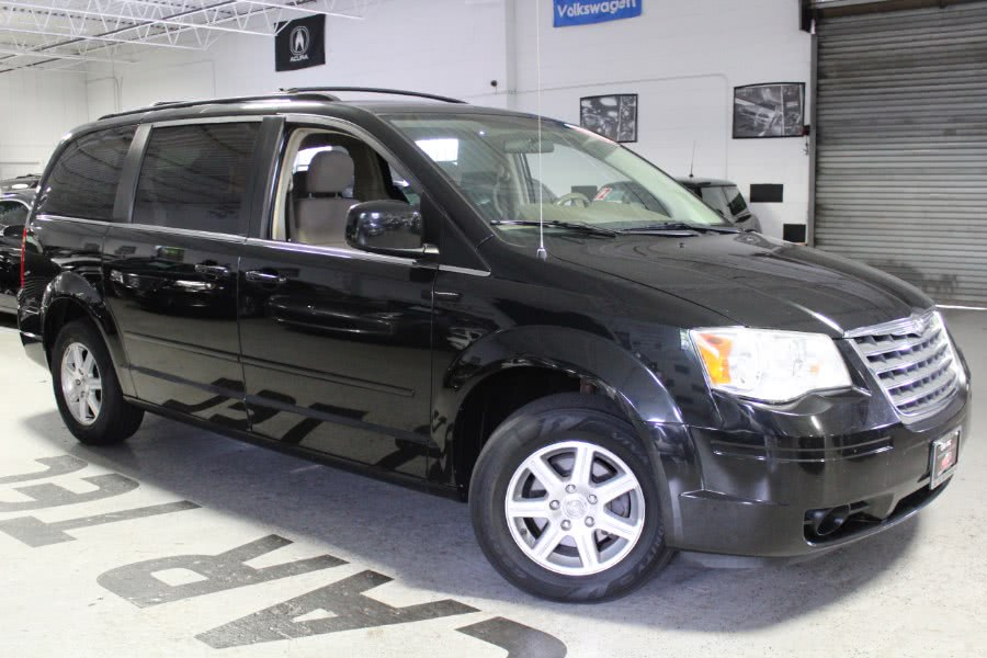 Used 2008 Chrysler Town & Country in Deer Park, New York | Car Tec Enterprise Leasing & Sales LLC. Deer Park, New York