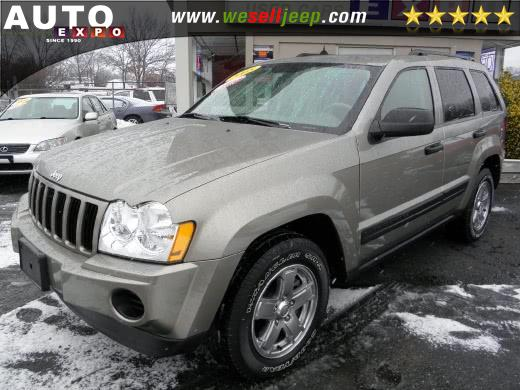The 2005 Jeep Grand Cherokee Laredo photos