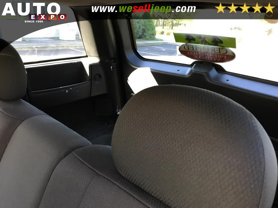 2004 Jeep Grand Cherokee 4dr Laredo 4WD, available for sale in Huntington, New York | Auto Expo. Huntington, New York