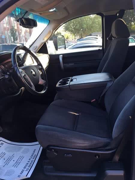 2009 Chevrolet Silverado 2500hd LT 4x4 4dr Extended Cab SB, available for sale in Framingham, Massachusetts | Mass Auto Exchange. Framingham, Massachusetts