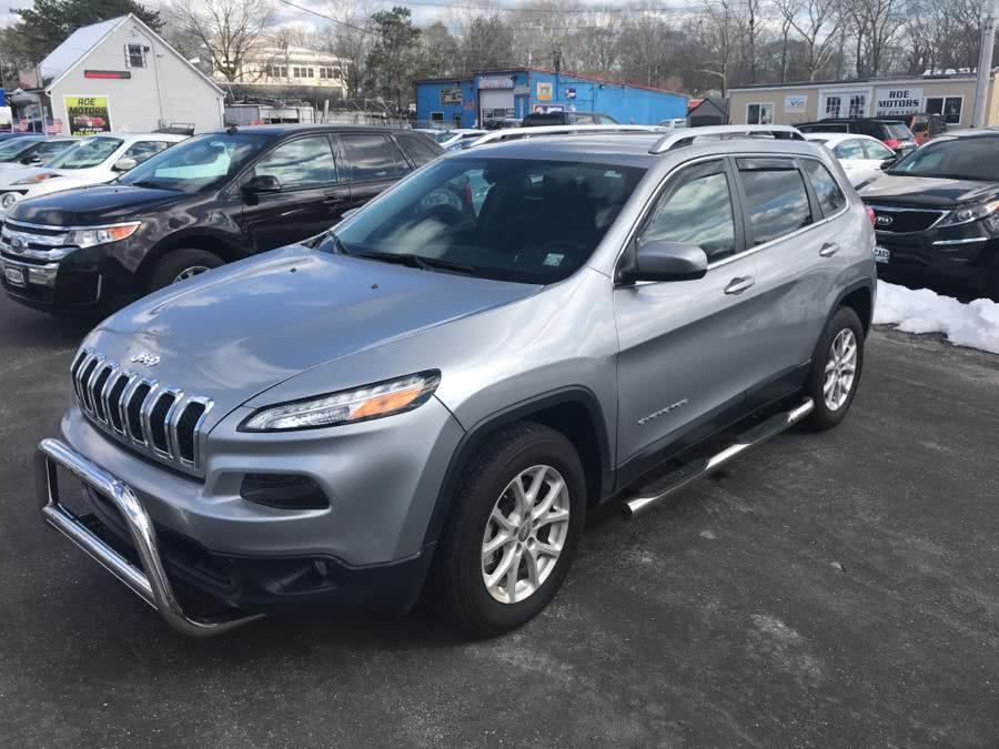 2017 Jeep Cherokee Latitude 4x4, available for sale in Shirley, New York | Roe Motors Ltd. Shirley, New York