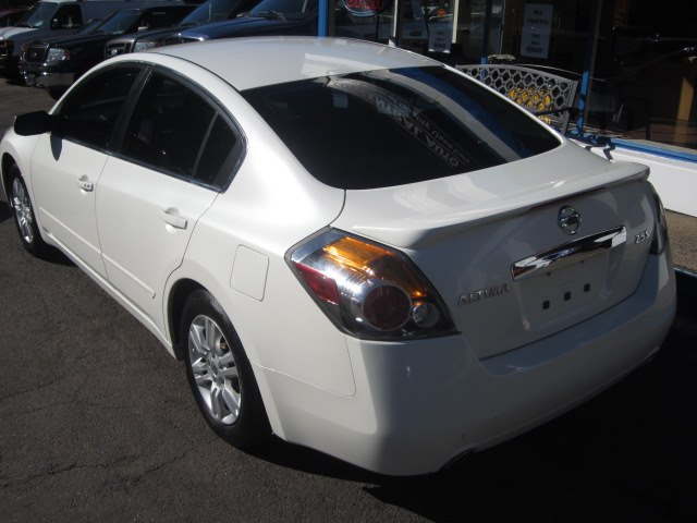 2012 Nissan Altima 4dr Sdn I4 CVT 2.5 S, available for sale in Meriden, Connecticut   Cos Central Auto. Meriden, Connecticut