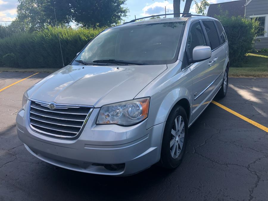Used Chrysler Town & Country 4dr Wgn Touring 2009 | Josh's All Under Ten LLC. Elida, Ohio