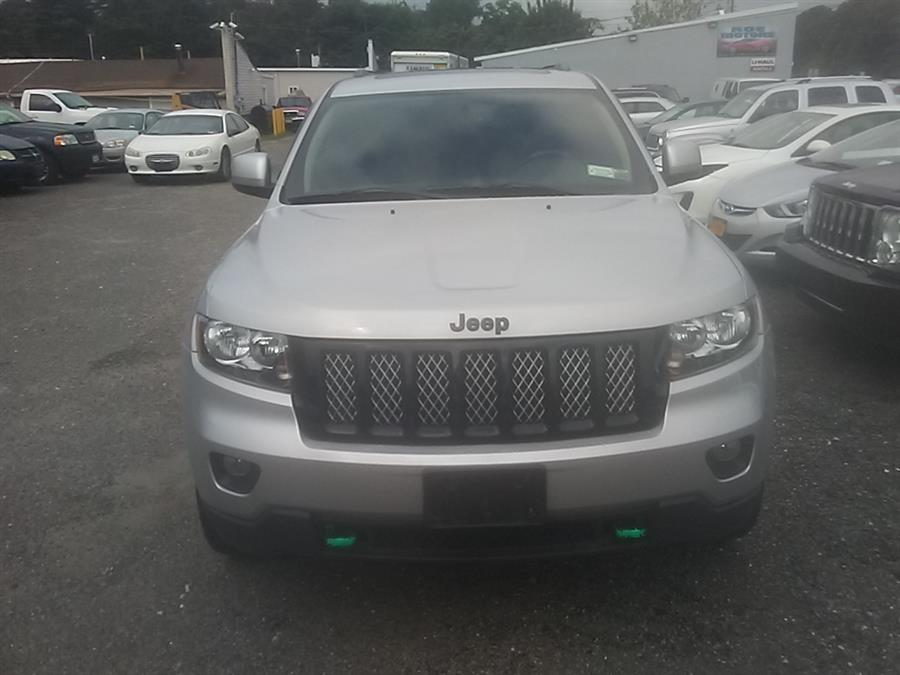 2011 Jeep Grand Cherokee 4WD 4dr Laredo, available for sale in Shirley, New York | Roe Motors Ltd. Shirley, New York