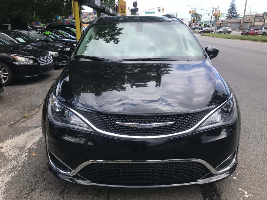 2017 Chrysler Pacifica Touring-L 4dr Wgn, available for sale in Rosedale, New York | Sunrise Auto Sales. Rosedale, New York