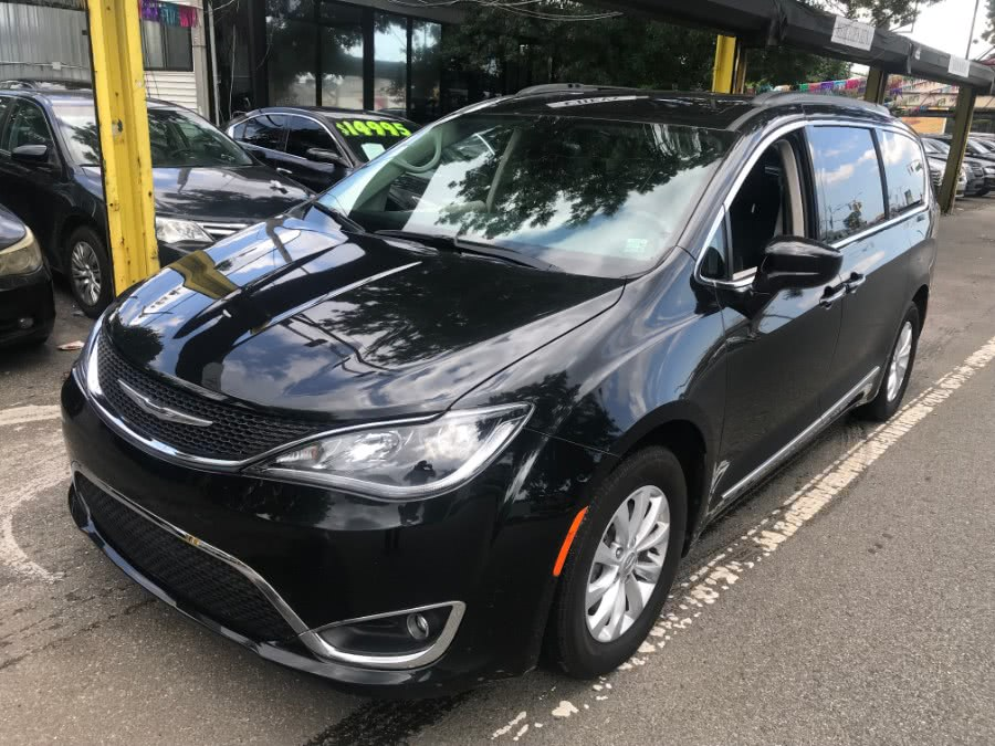 Used Chrysler Pacifica Touring-L 4dr Wgn 2017 | Sunrise Auto Sales. Rosedale, New York