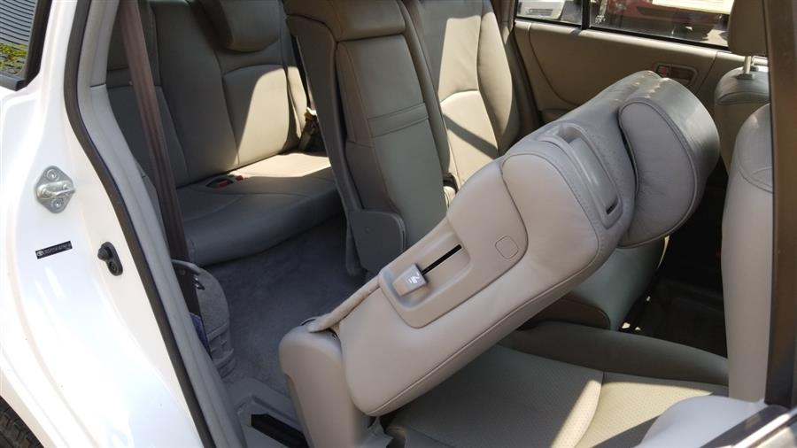 2006 Toyota Highlander 4dr V6 4WD Limited w/3rd Row, available for sale in Stratford, Connecticut | Mike's Motors LLC. Stratford, Connecticut