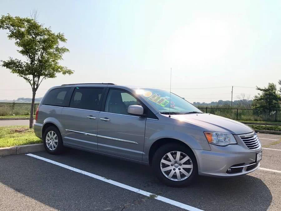 Used 2015 Chrysler Town & Country in Revere, Massachusetts | Sena Motors Inc. Revere, Massachusetts