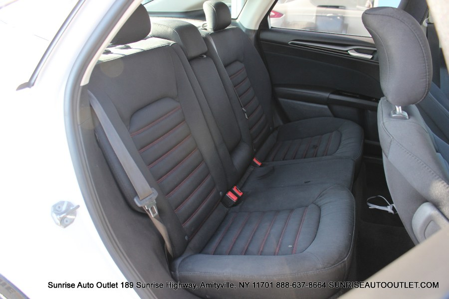 2015 Ford Fusion 4dr Sdn SE FWD, available for sale in Amityville, New York | Sunrise Auto Outlet. Amityville, New York