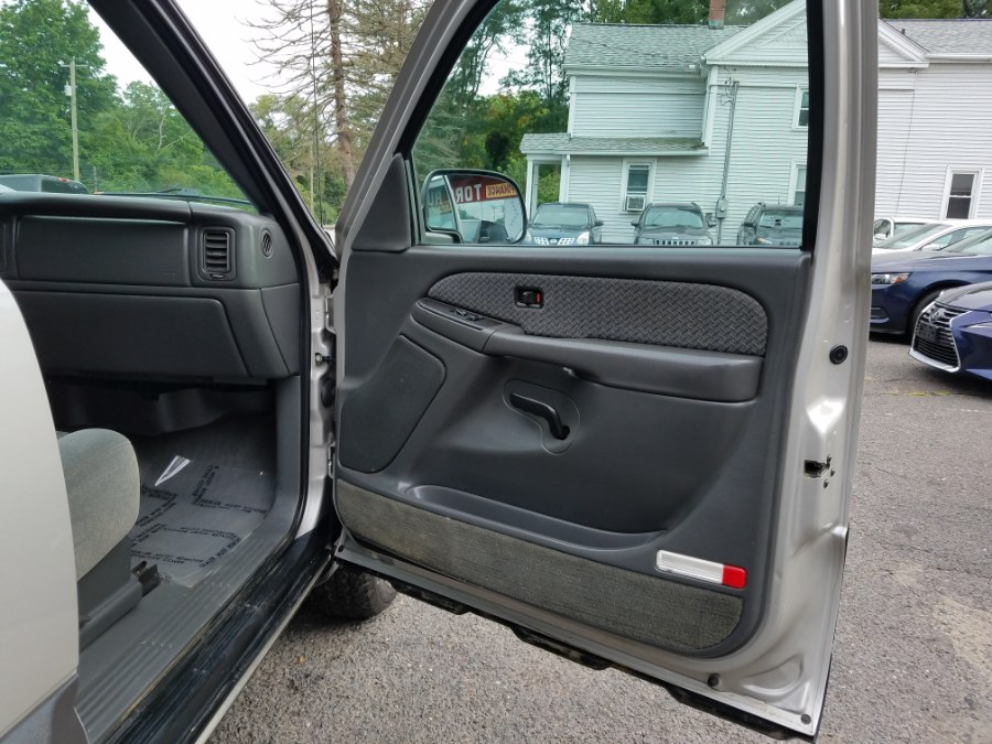 2004 Chevrolet Avalanche , available for sale in East Windsor, Connecticut | Toro Auto. East Windsor, Connecticut