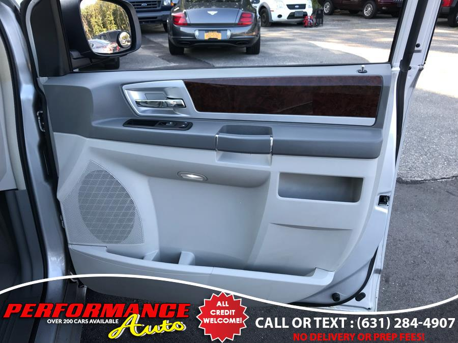 2009 Chrysler Town & Country 4dr Wgn Touring, available for sale in Bohemia, New York | Performance Auto Inc. Bohemia, New York