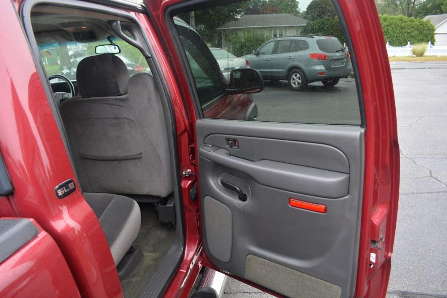 """Used GMC Sierra 1500 Crew Cab 143.5"""" WB 4WD SLE 2005   Longmeadow Motor Cars. ENFIELD, Connecticut"""