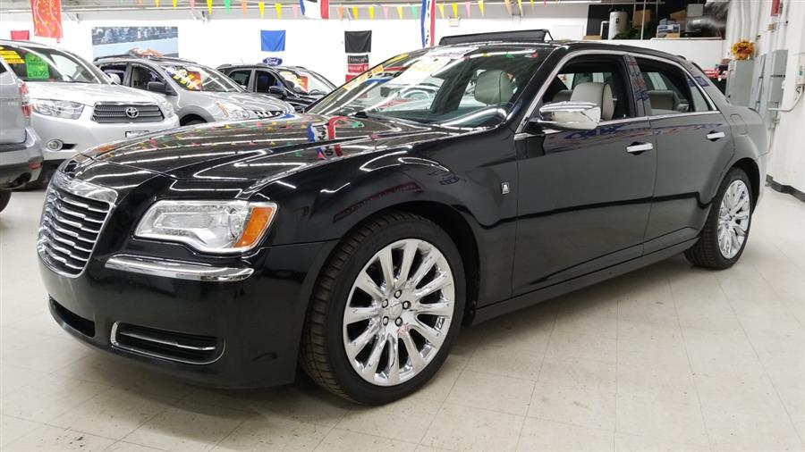 2013 Chrysler 300 4dr Sdn Motown RWD, available for sale in West Haven, CT