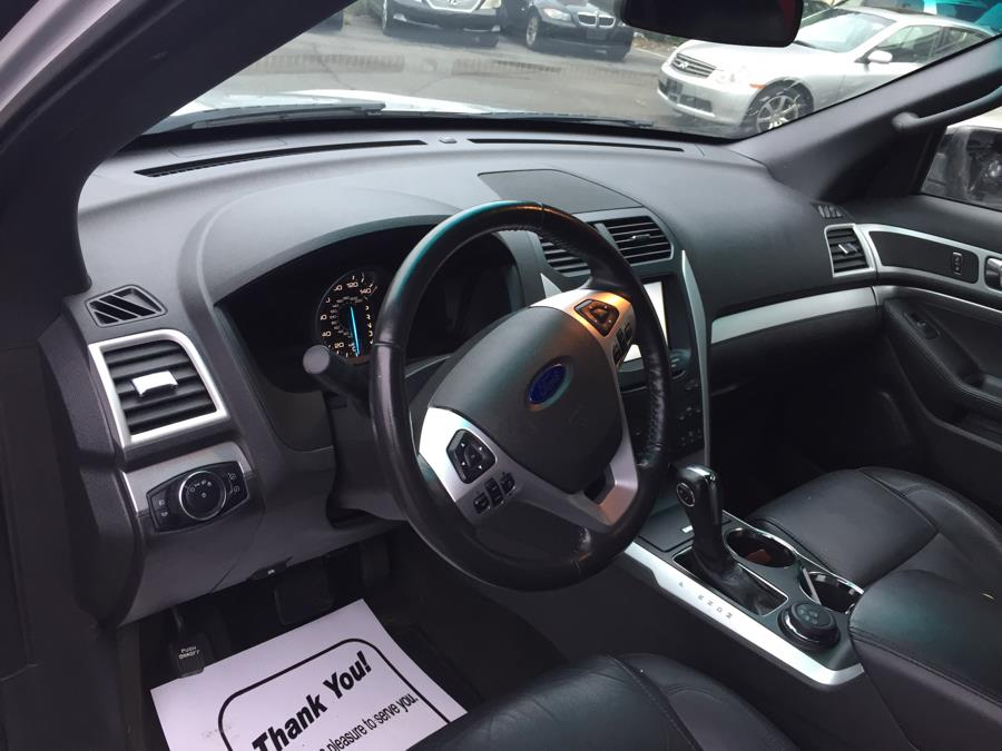 2013 Ford Explorer 4WD 4dr XLT, available for sale in Meriden, Connecticut   Five Star Cars LLC. Meriden, Connecticut