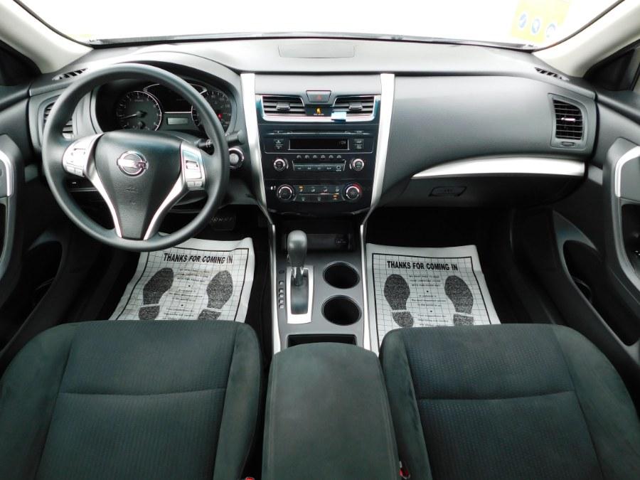 Used Nissan Altima 4dr Sdn I4 2.5 S 2015 | M&M Motors International. Clinton, Connecticut