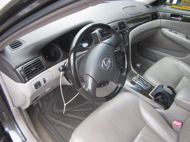 2004 Lexus ES 330 4dr Sdn, available for sale in Meriden, Connecticut | Cos Central Auto. Meriden, Connecticut