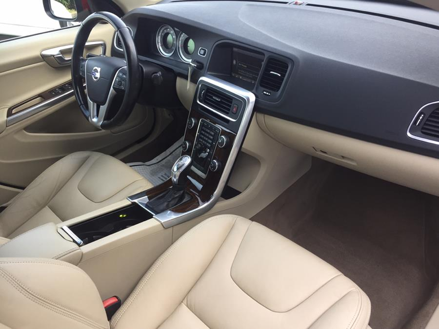 2013 Volvo S60 4dr Sdn T5 FWD, available for sale in Lindenhurst, New York | Rite Cars, Inc. Lindenhurst, New York