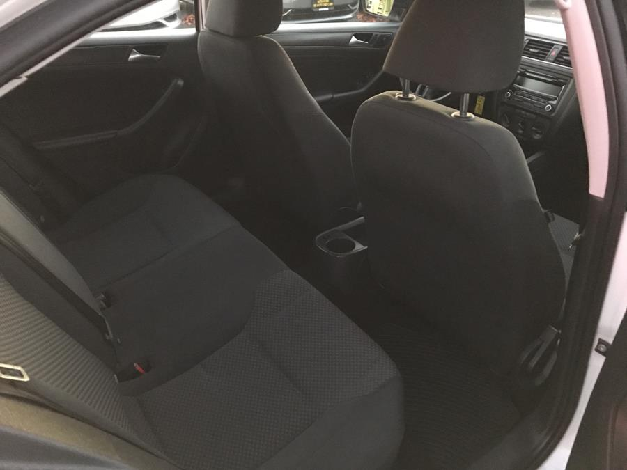2013 Volkswagen Jetta Sedan 4dr Auto S, available for sale in West Hartford, Connecticut | Auto Store. West Hartford, Connecticut