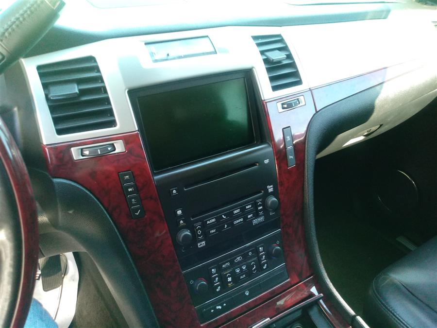 2007 Cadillac Escalade AWD 4dr, available for sale in Shirley, New York | Roe Motors Ltd. Shirley, New York