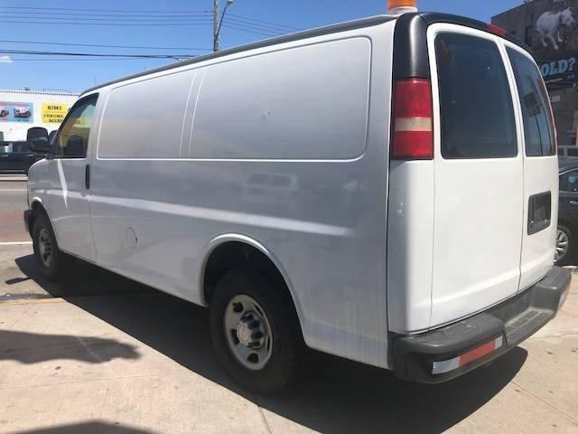 2007 Chevrolet Express Cargo Van RWD 3500 135