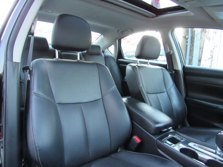 2017 Nissan Altima 2.5 SL Sedan/Sunroof, available for sale in Middle Village, New York | Road Masters II INC. Middle Village, New York