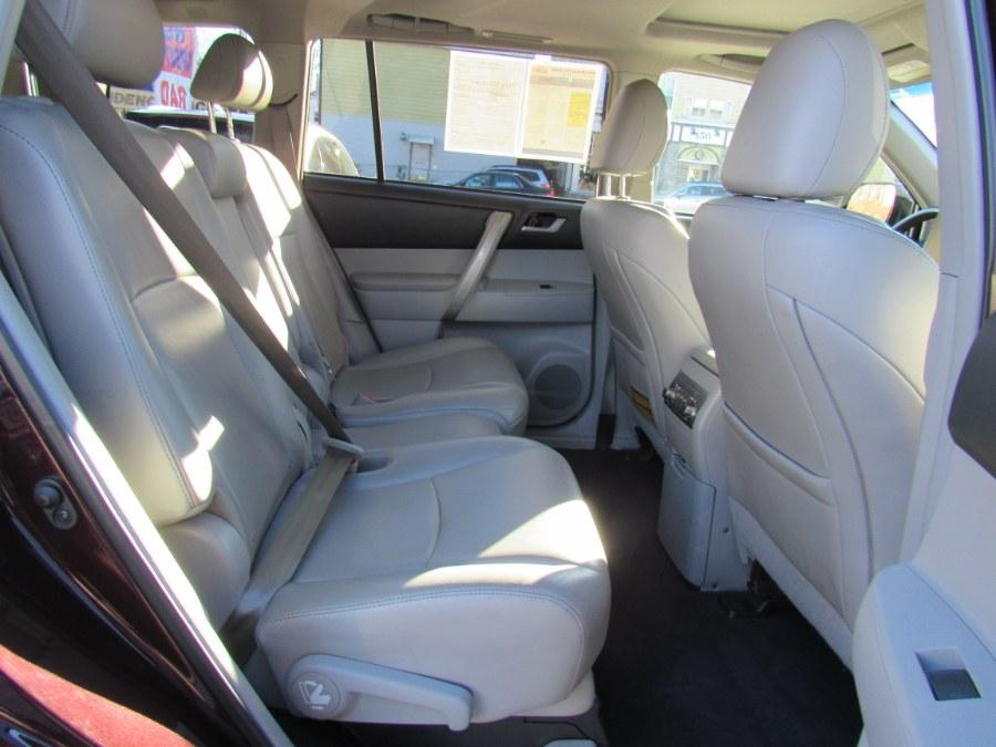 2013 Toyota Highlander 4WD 4dr V6 SE (Natl), available for sale in Worcester, Massachusetts   Hilario's Auto Sales Inc.. Worcester, Massachusetts