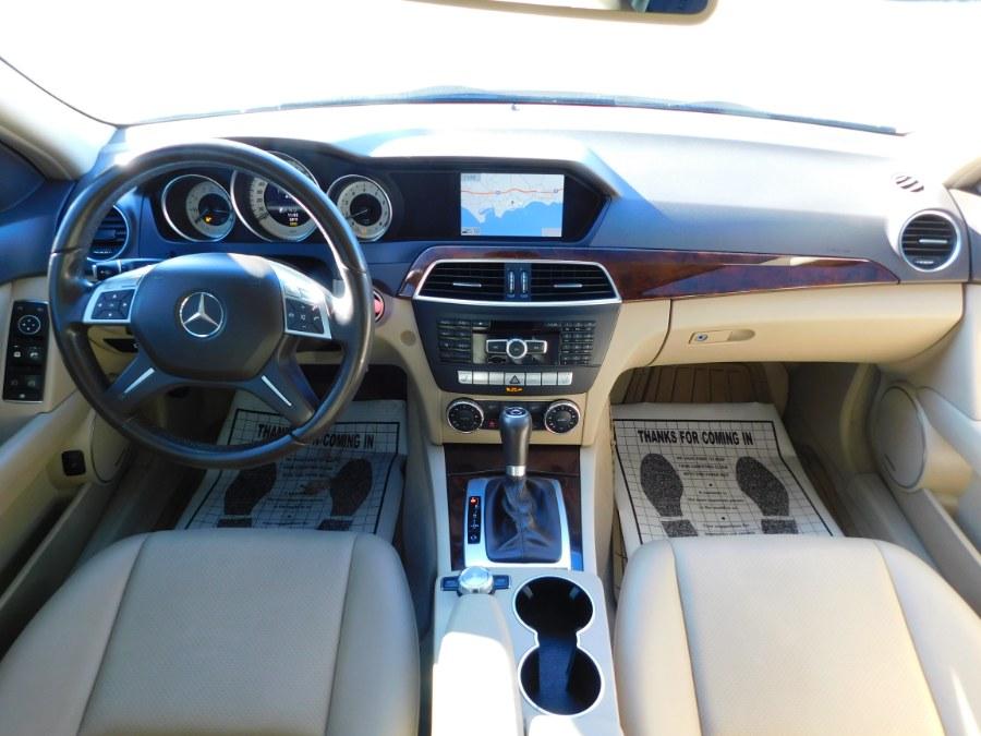 Used Mercedes-Benz C-Class 4dr Sdn C300 Luxury 4MATIC 2013 | M&M Motors International. Clinton, Connecticut