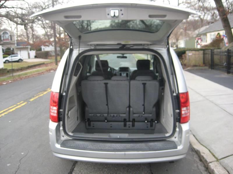 Used Chrysler Town And Country Touring 4dr Mini Van 2010 | Rite Choice Auto Inc.. Massapequa, New York