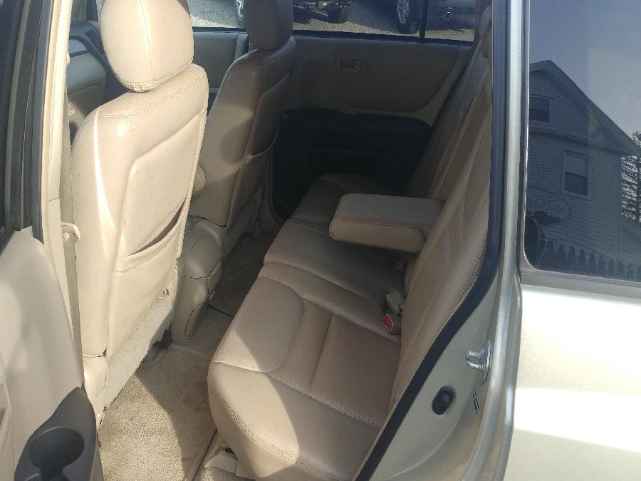 Used Toyota Highlander 4dr V6 4WD Limited 2003 | Matts Auto Mall LLC. Chicopee, Massachusetts