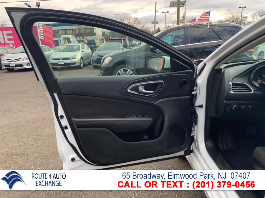 2015 Chrysler 200 4dr Sdn Limited FWD, available for sale in Elmwood Park, New Jersey   Route 4 Auto Exchange. Elmwood Park, New Jersey