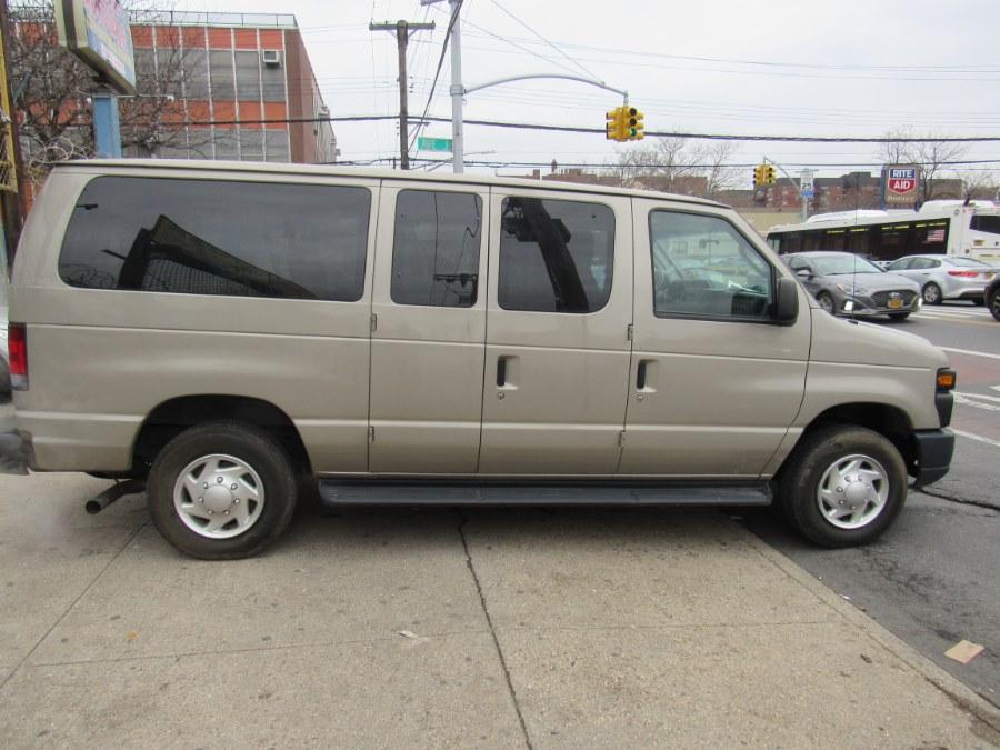 Used Ford Econoline Wagon E-350 Super Duty XLT 2012 | Deals on Wheels International Auto. Levittown, Pennsylvania