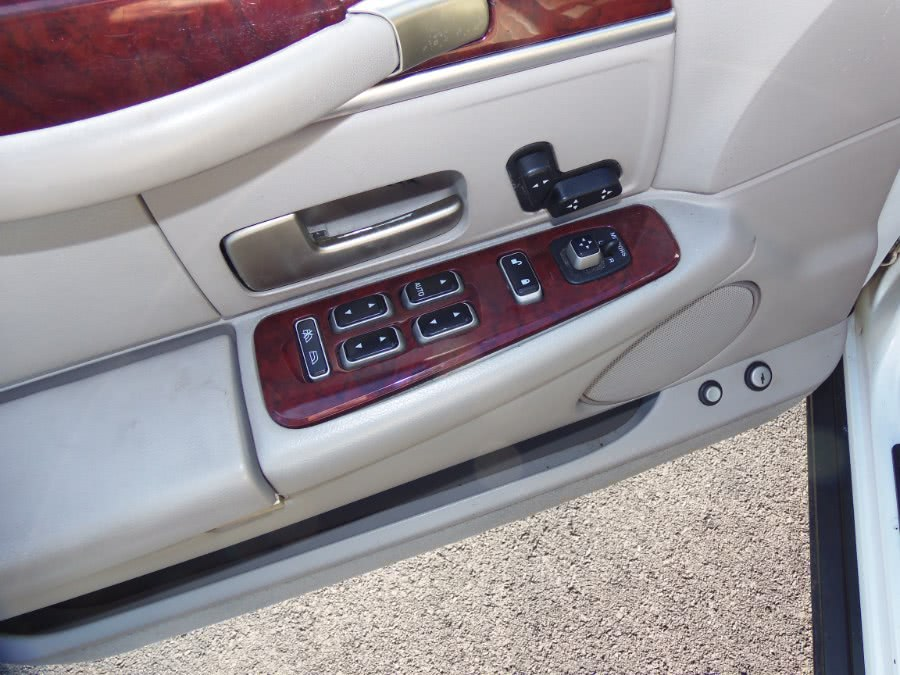 2003 Lincoln Town Car 4dr Sdn Executive, available for sale in Suffield, Connecticut | Suffield Auto Sales. Suffield, Connecticut