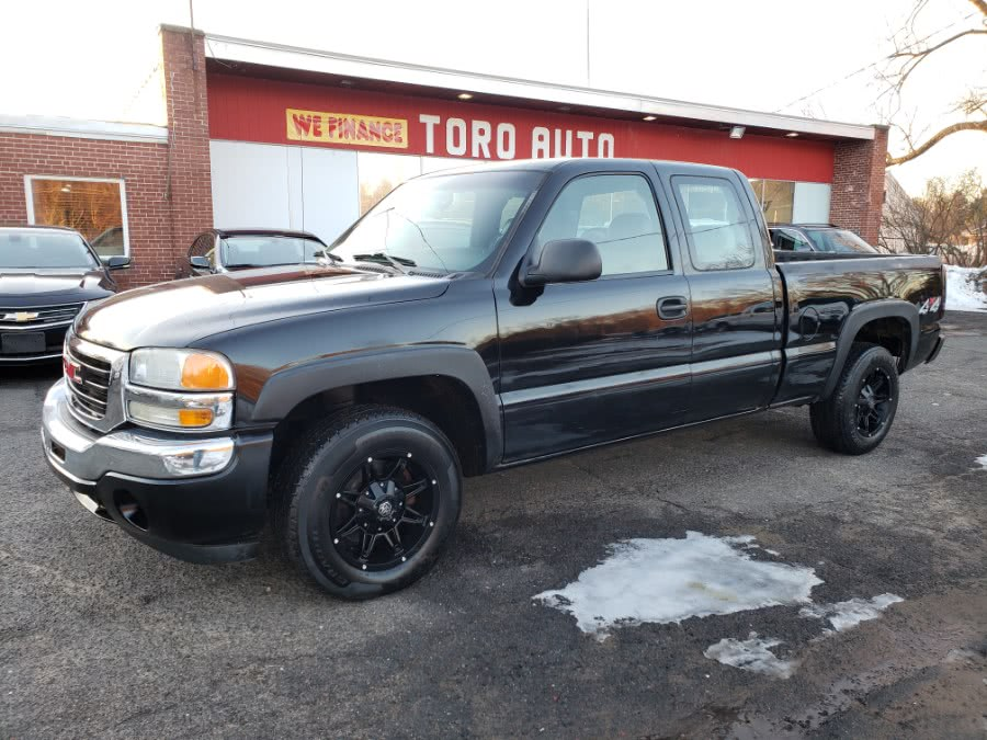 2005 GMC Sierra 1500 4WD Extended Cab LT 5.3 V8, available for sale in East Windsor, Connecticut | Toro Auto. East Windsor, Connecticut
