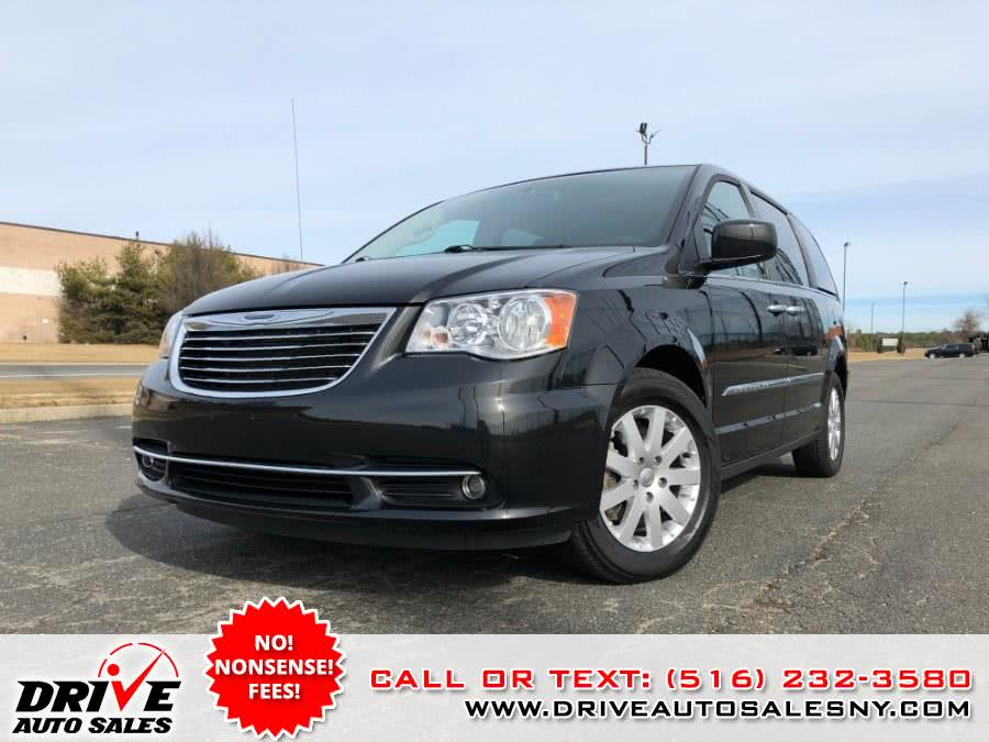 Used 2015 Chrysler Town & Country in Bayshore, New York | Drive Auto Sales. Bayshore, New York