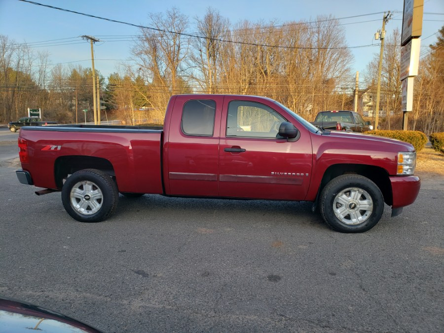 2007 Chevrolet Silverado 1500 4WD LT2 Extended Cab Z71 OKG 5.3 V8, available for sale in East Windsor, Connecticut | Toro Auto. East Windsor, Connecticut