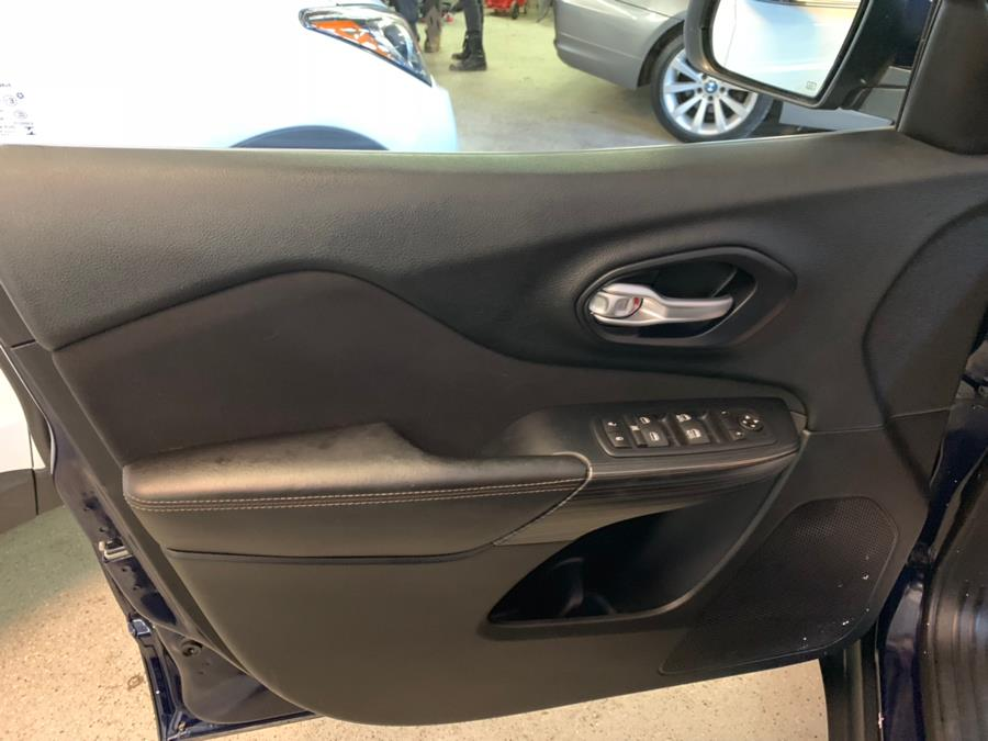 2016 Jeep Cherokee 4WD 4dr Latitude, available for sale in New Milford , Connecticut | Safe Used Auto Sales LLC. New Milford , Connecticut