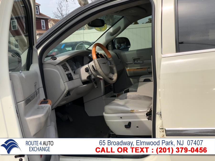 2007 Chrysler Aspen 2WD 4dr Limited, available for sale in Elmwood Park, New Jersey | Route 4 Auto Exchange. Elmwood Park, New Jersey