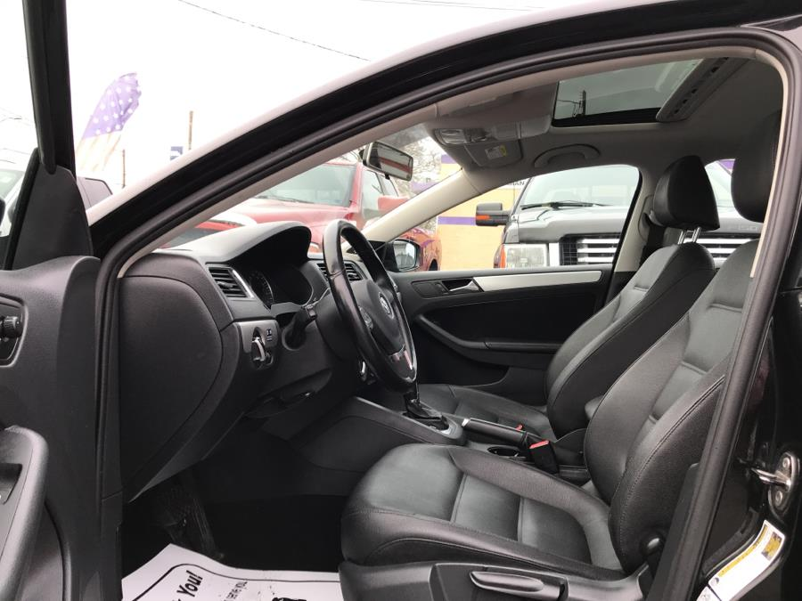 2012 Volkswagen Jetta Sedan 4dr DSG TDI w/Premium & Nav, available for sale in West Hartford, Connecticut | Auto Store. West Hartford, Connecticut