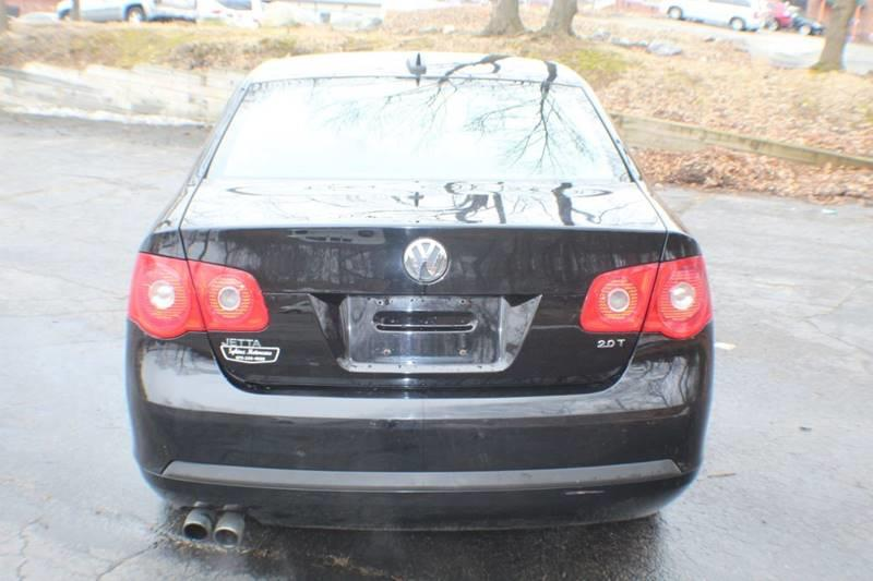 2006 Volkswagen Jetta 2.0T 4dr Sedan w/Manual, available for sale in Waterbury, Connecticut   Sphinx Motorcars. Waterbury, Connecticut