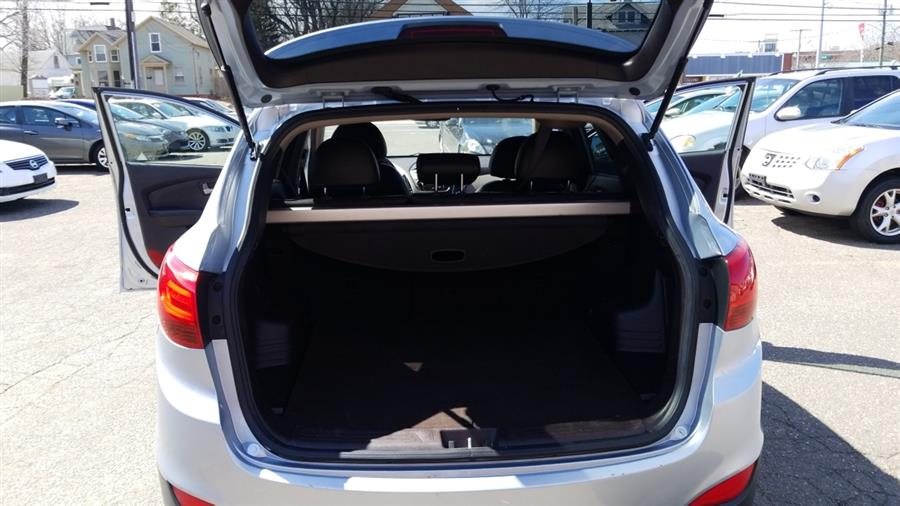 2011 Hyundai Tucson FWD 4dr Auto Limited PZEV *Ltd Avail*, available for sale in Manchester, Connecticut | Best Auto Sales LLC. Manchester, Connecticut